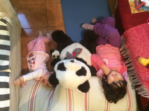 Jugando con el Panda del colegio