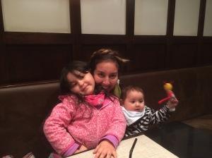 Sofía, yo y Olivia. El trío dinámico. No sé como Feña no se ha vuelto loco.