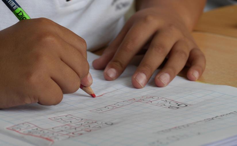 Tips para padres: apoyando las habilidades de escritura encasa