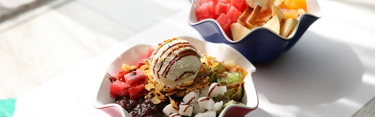 cuantas calorias tiene una bola de helado de chocolate