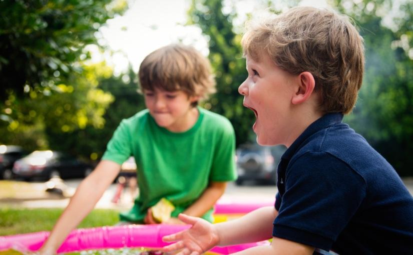 Cuida a tus hijos en las aglomeraciones con estesujetador