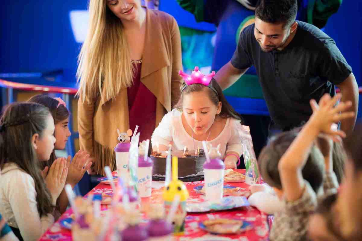 Chuck E. Cheese's estrena cumpleaños temáticos para los cumpleañeros