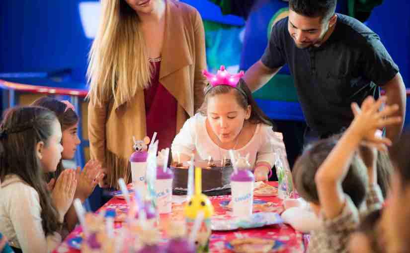 Chuck E. Cheese's estrena cumpleaños temáticos para loscumpleañeros