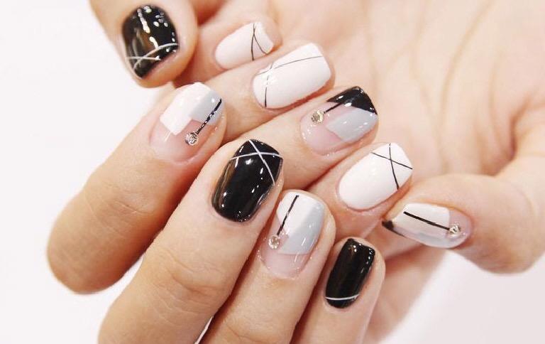 #Trend La nueva moda de las uñastransparentes
