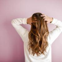 Durante este invierno, transforma tu cabello rebelde a liso perfecto o rizos controlados